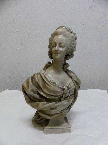 A vendre: bustes Marie Antoinette - Page 7 15374210