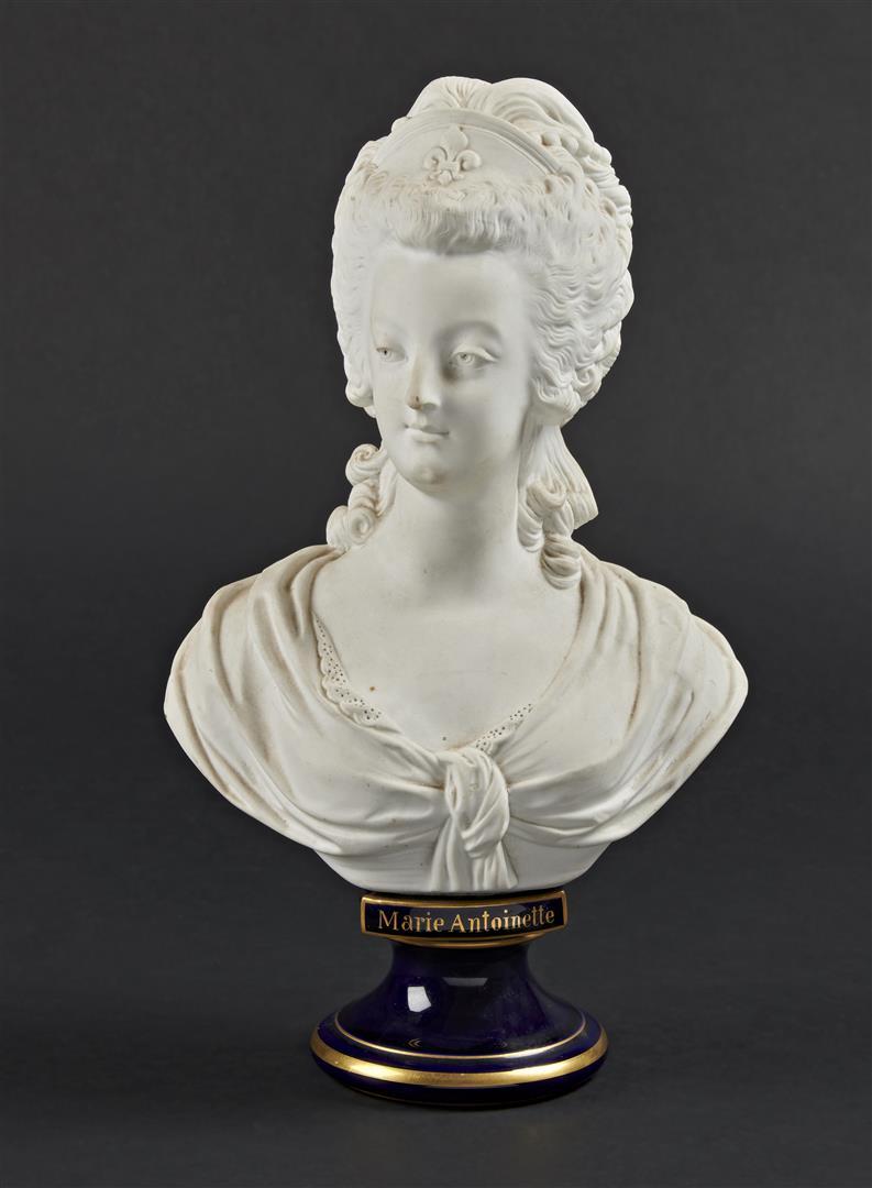 A vendre: bustes Marie Antoinette - Page 9 15434710