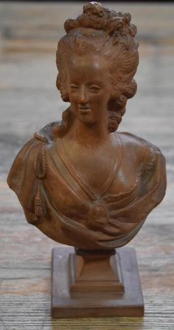 A vendre: bustes Marie Antoinette - Page 7 17354010
