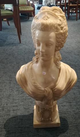 A vendre: bustes Marie Antoinette - Page 8 18364310