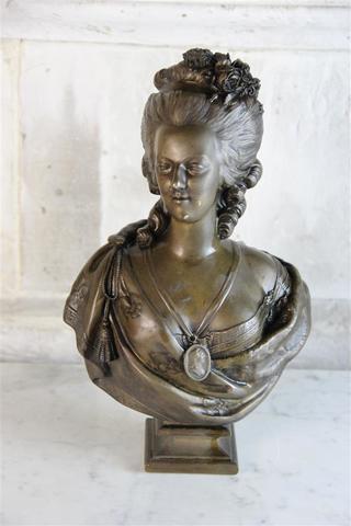 A vendre: bustes Marie Antoinette - Page 7 19284710