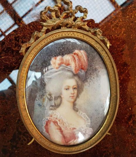 A vendre: miniatures de Marie Antoinette et de ses proches - Page 15 Zducre15