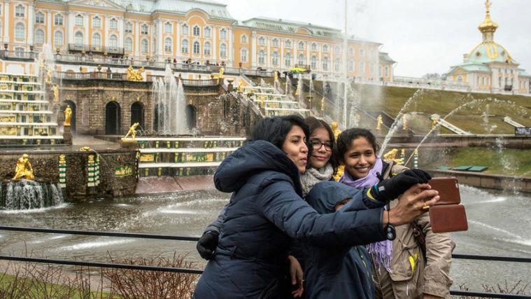 Peterhof, le Versailles russe Zzj310