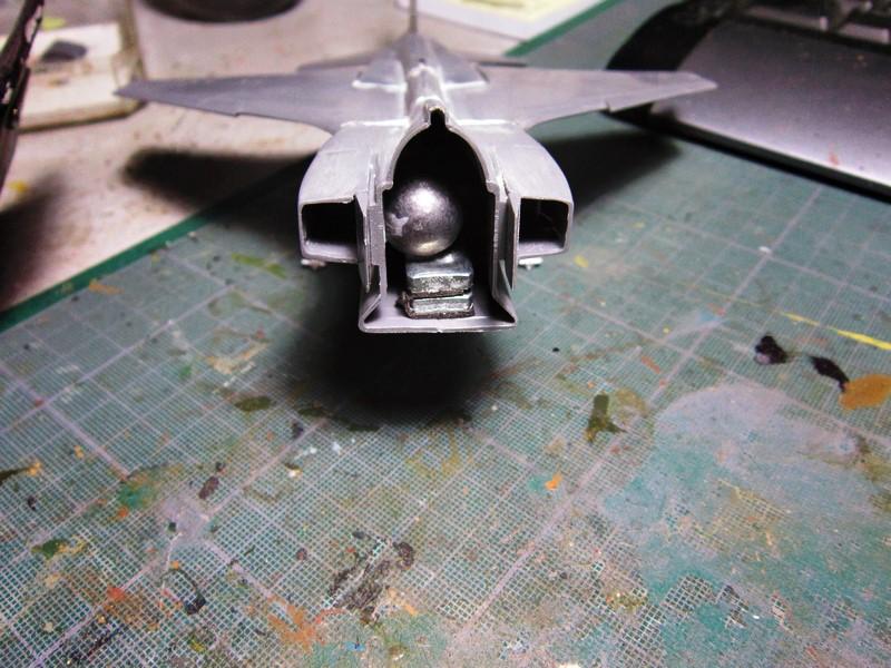 """Jaguar """"A"""" appui tactique [1/50° de Heller]  voila il est Fini les photos(tof faites dehors en plus) - Page 2 Img_6287"""