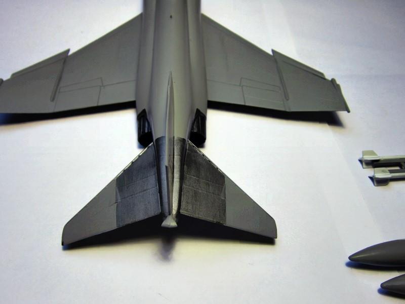 F-4S Navy Phantom de Italeri au 48° (rajout des photos du dio fini) Img_6477