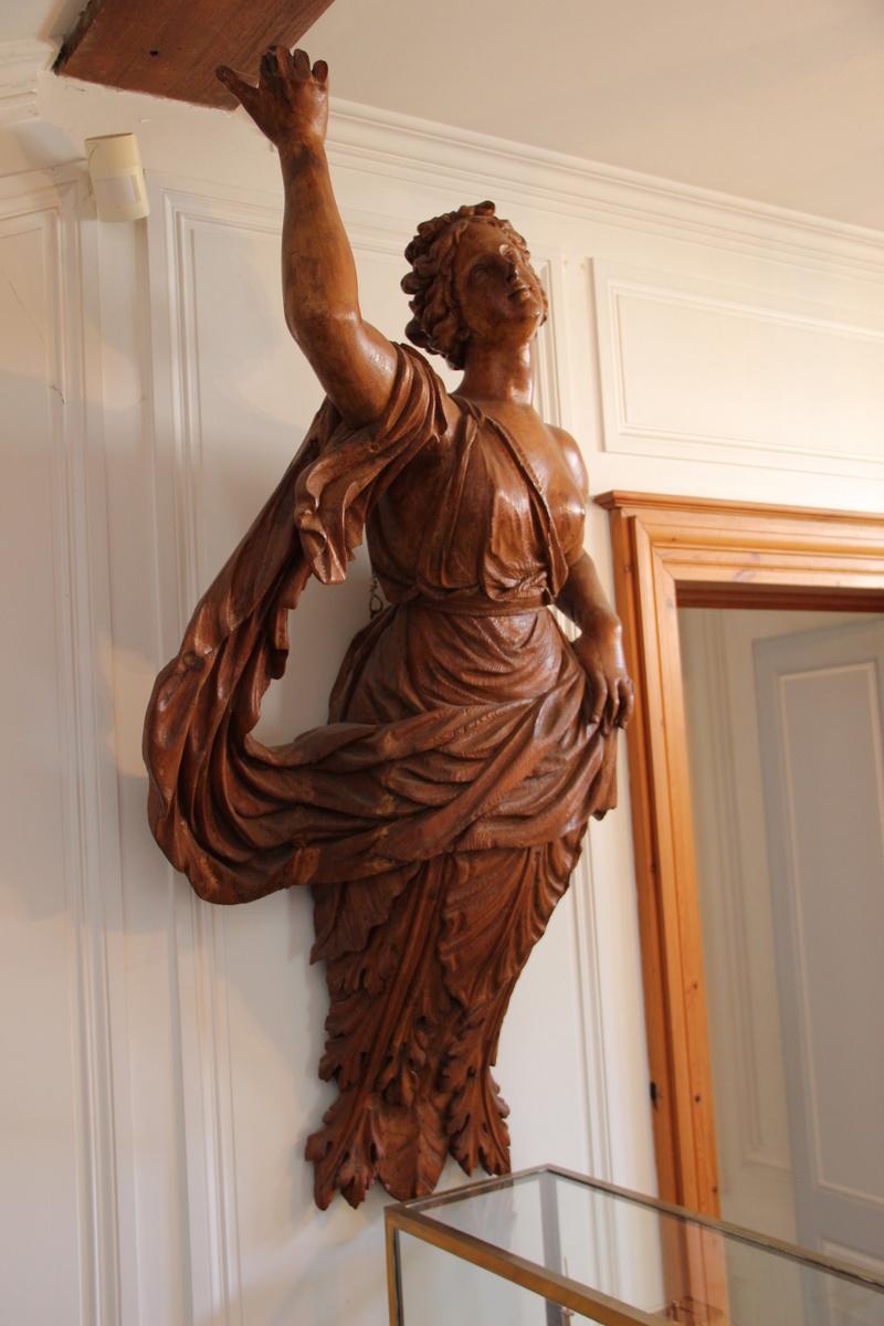 Découpe et la sculpture d'une figurine de proue Img_5719