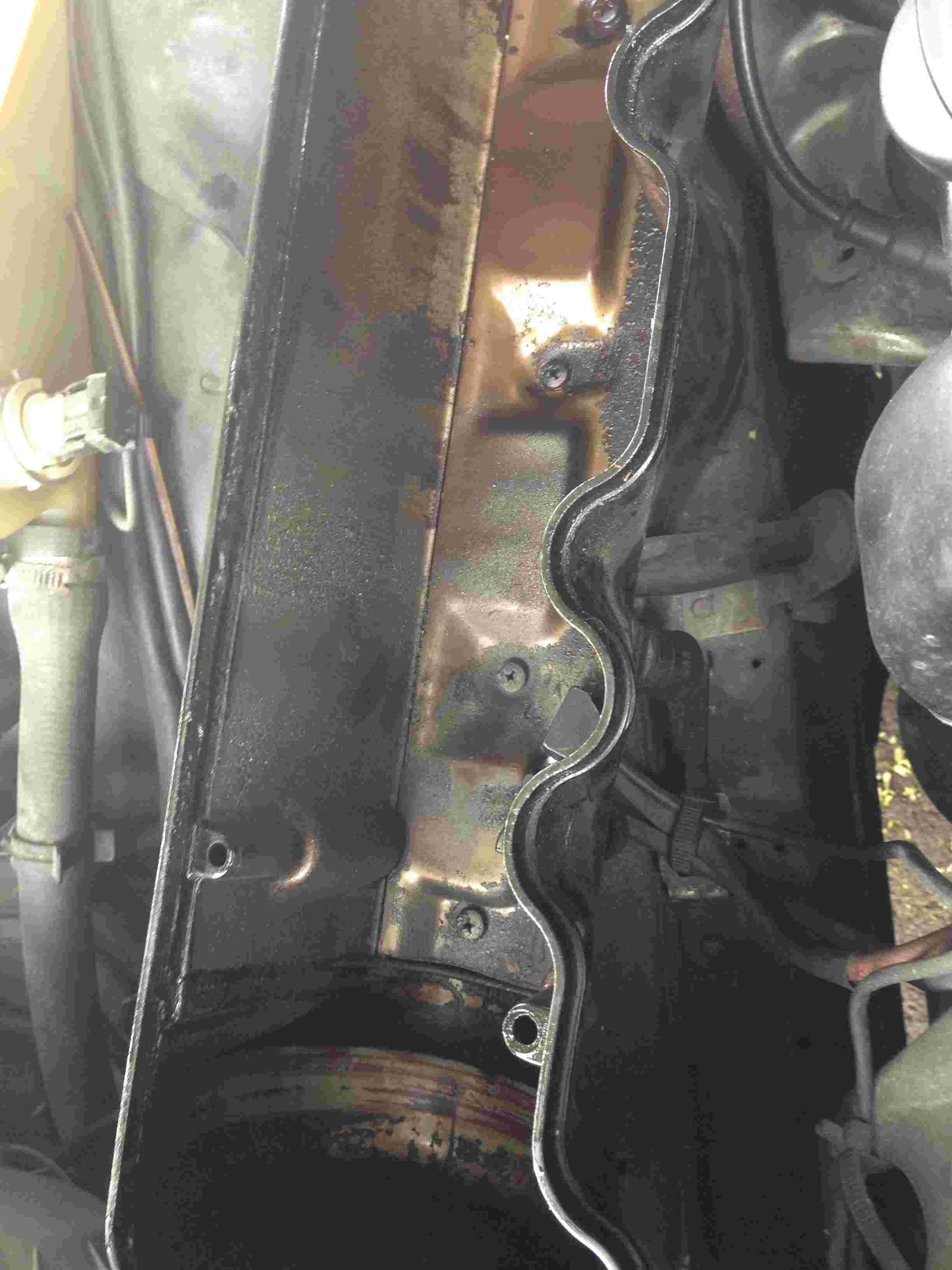 [résolu]Fuite d'huile moteur inquiétante. Img_3214