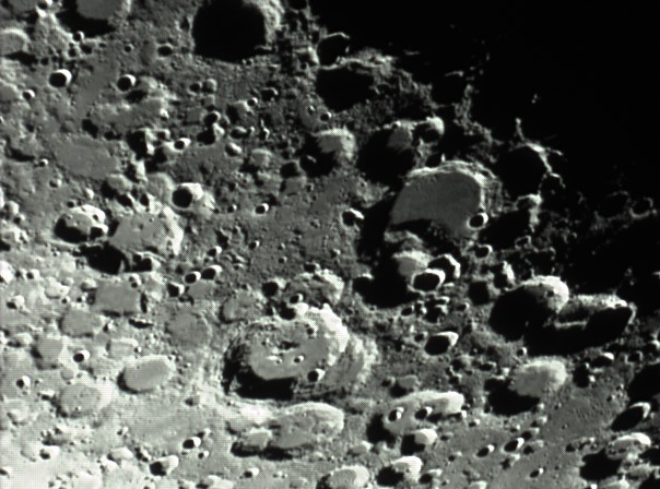 quelques gros plan lunaires Lune_236