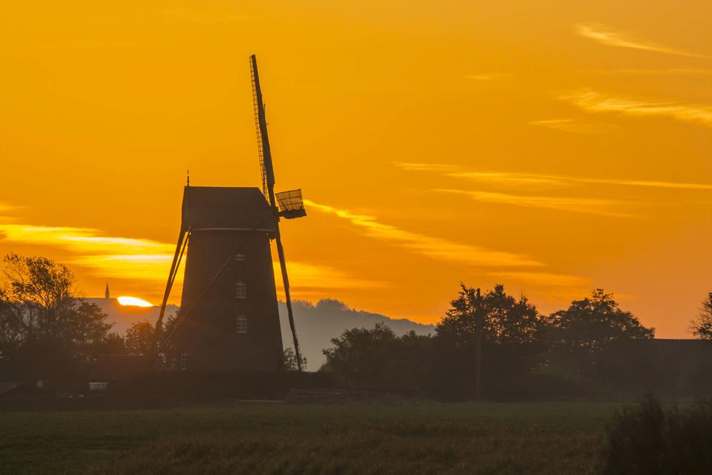 levé de soleil sur moulin Levy_d12