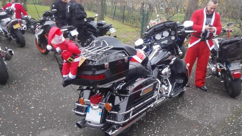 CR sortie des pères noël yvelines (78) le 2 décembre 2017 Moto112