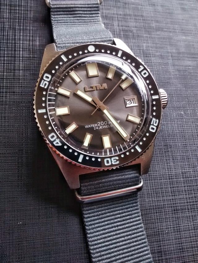 """budget - Le club des heureux propriétaires décomplexés de montres """"hommage"""" - Page 18 Img_2027"""