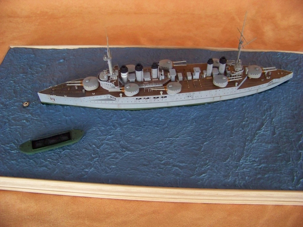 Cuirassé Voltaire Hobby Boss 1/350, diorama. - Page 3 100_9810