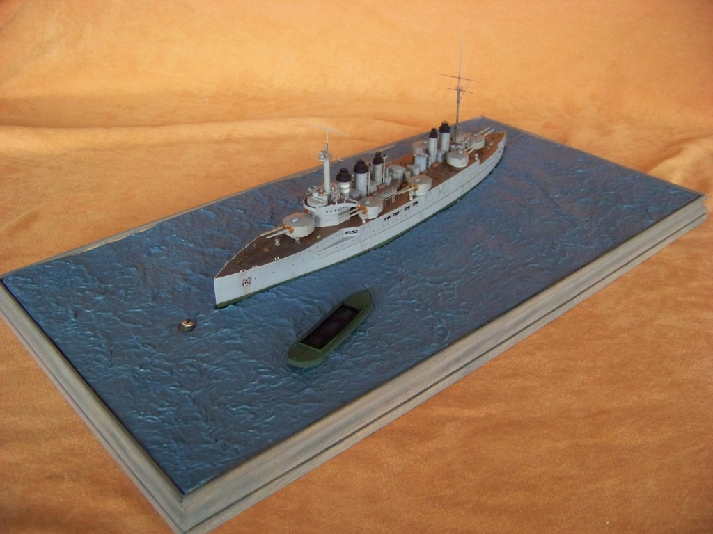 Cuirassé Voltaire Hobby Boss 1/350, diorama. - Page 3 100_9813