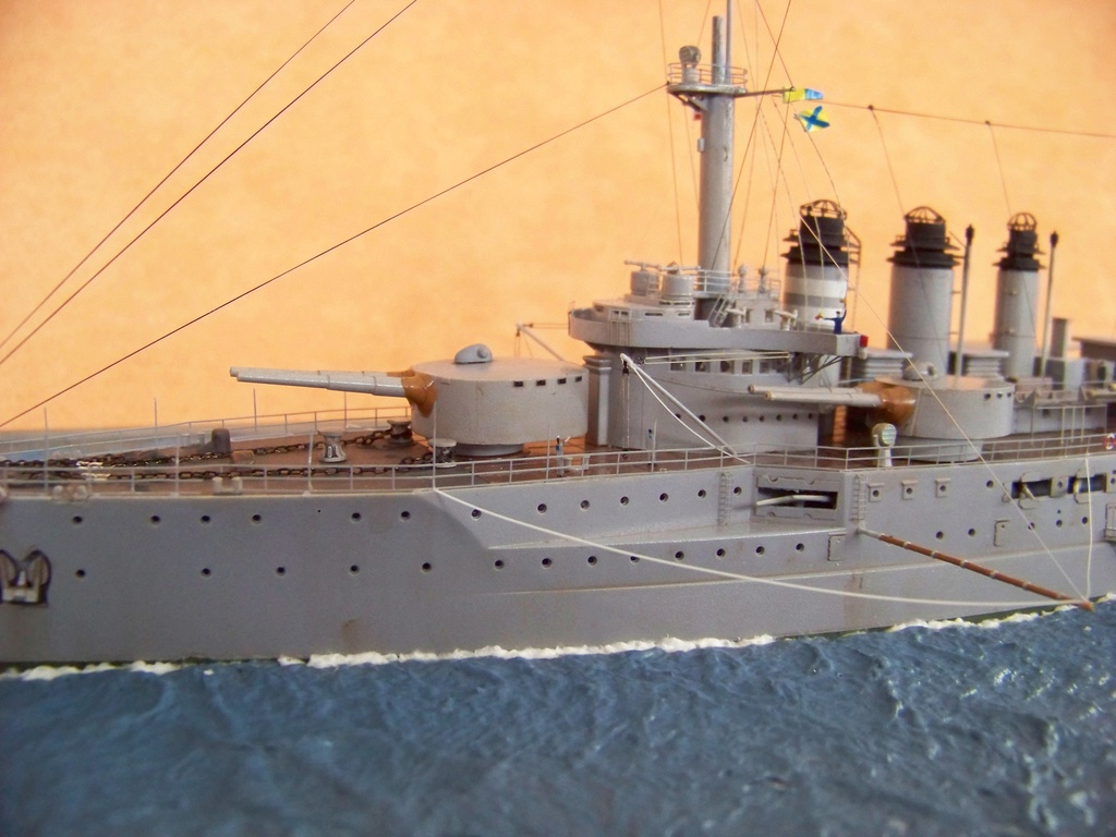 Cuirassé Voltaire Hobby Boss 1/350, diorama. - Page 3 100_9828