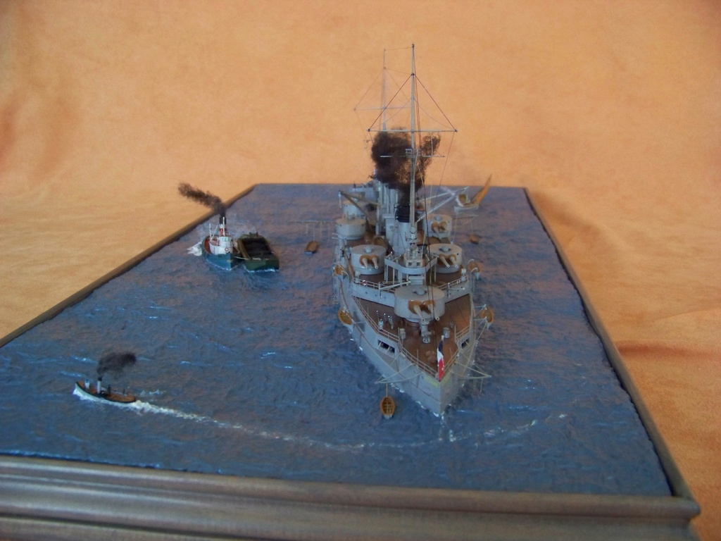 Cuirassé Voltaire Hobby Boss 1/350, diorama. - Page 4 100_9835