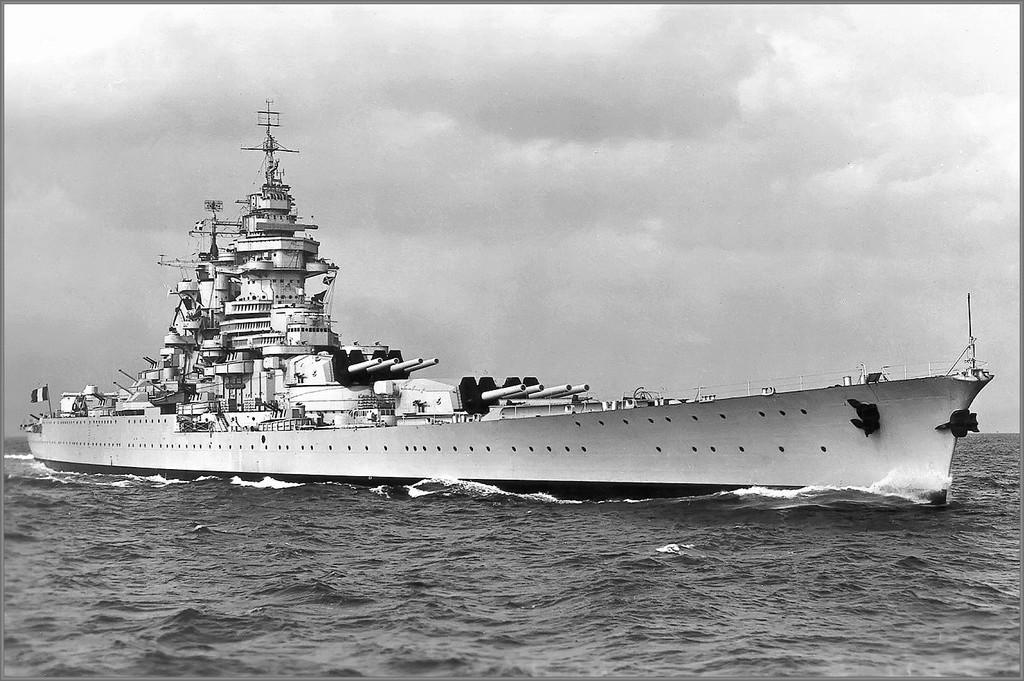 Cuirassé Strasbourg 1942 1veeho10
