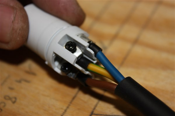 Genre de cosse sur fil électrique Img_2611