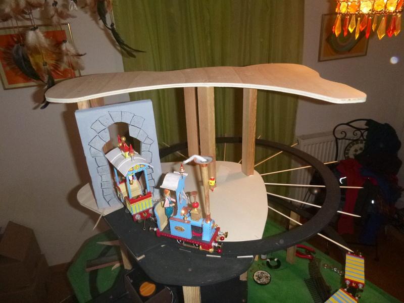 Nellie Rowland Emett Smallbrook Studio Anlage mit 8Tunnels und Berg, Luftschiff  P1060613