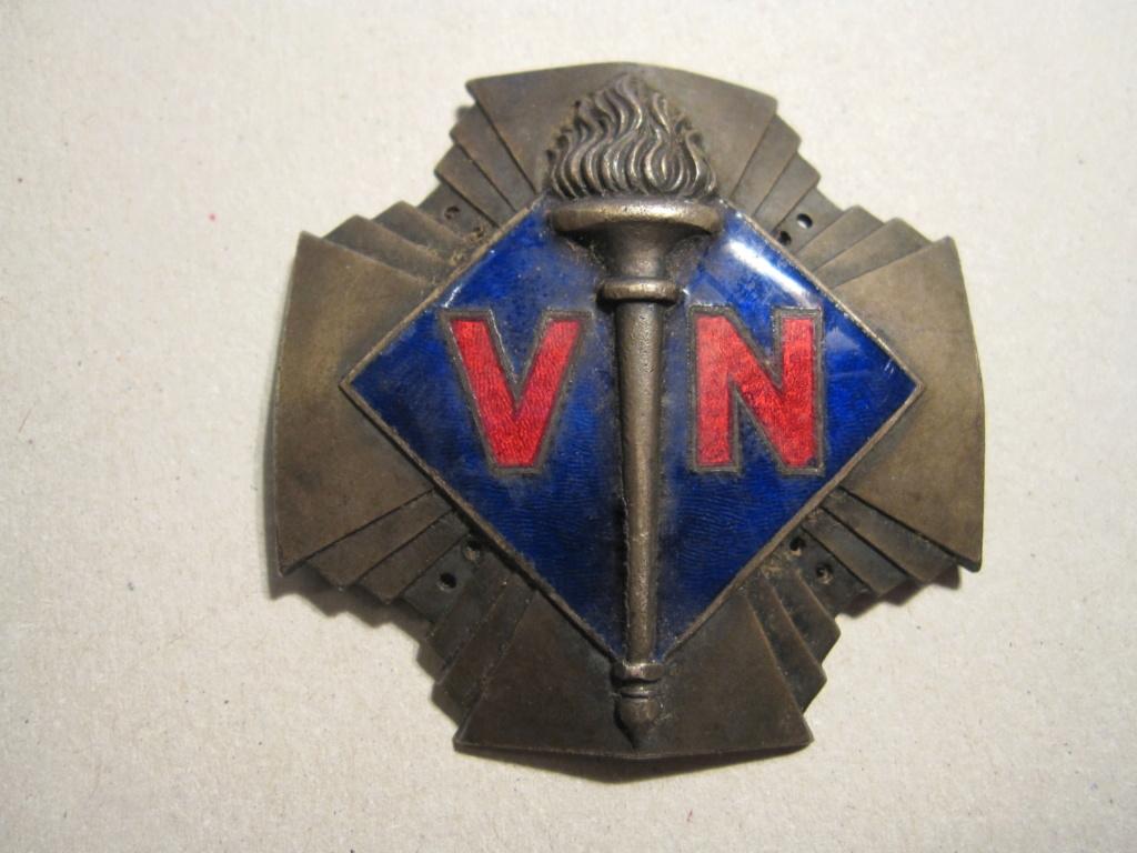 Insigne avec l'inscription V.N Img_6310
