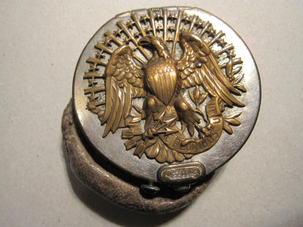 Insigne d'aigle sur un ancien porte-monnaies Img_6315