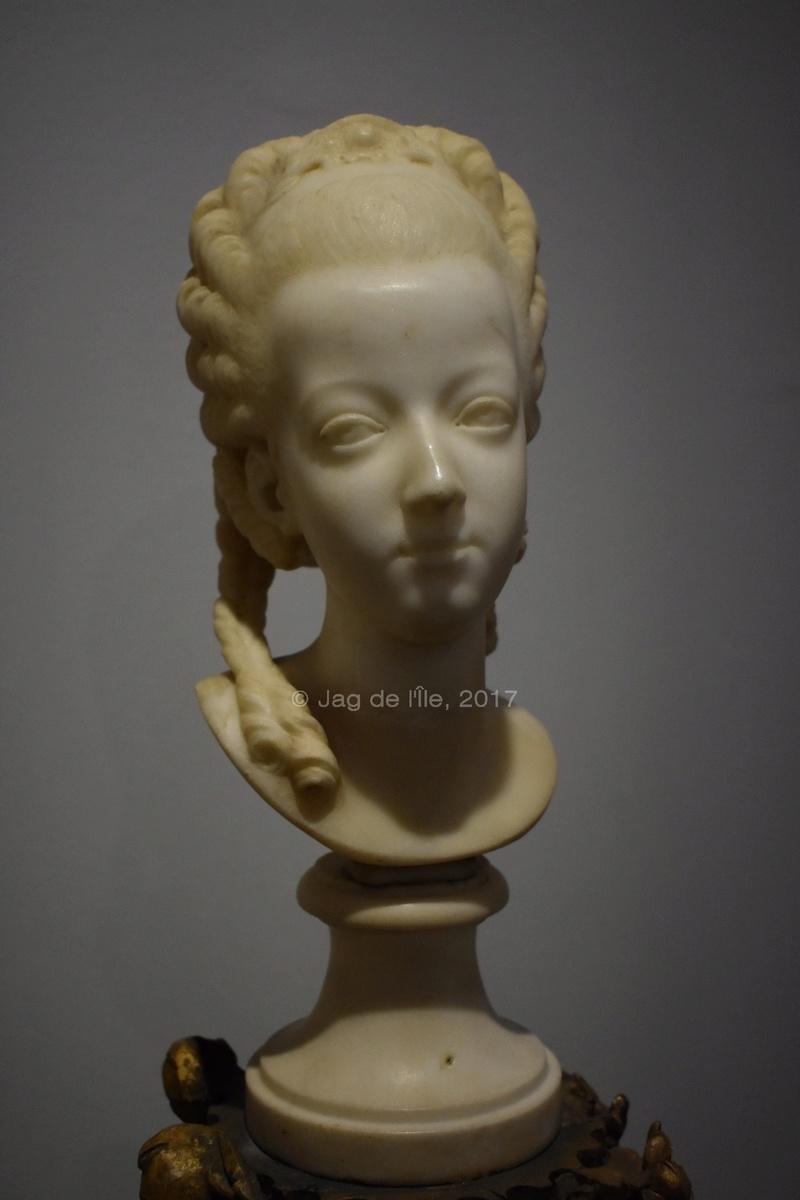 Buste de Marie-Antoinette sur piédestal dynastique, musée Cognacq Jay Cognac10