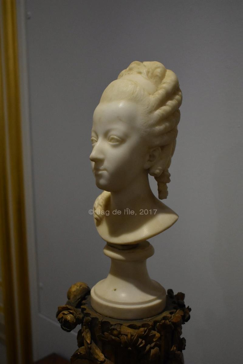 Buste de Marie-Antoinette sur piédestal dynastique, musée Cognacq Jay Cognac11