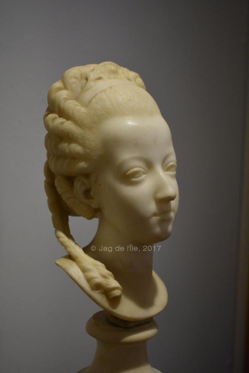 Buste de Marie-Antoinette sur piédestal dynastique, musée Cognacq Jay Cognac12