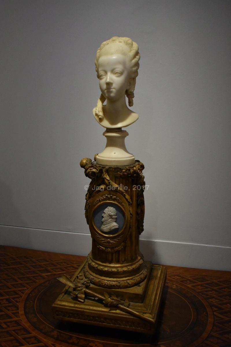 Buste de Marie-Antoinette sur piédestal dynastique, musée Cognacq Jay Cognac13