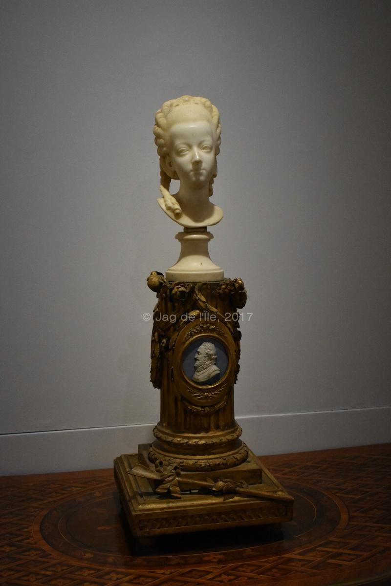 Buste de Marie-Antoinette sur piédestal dynastique, musée Cognacq Jay Cognac14