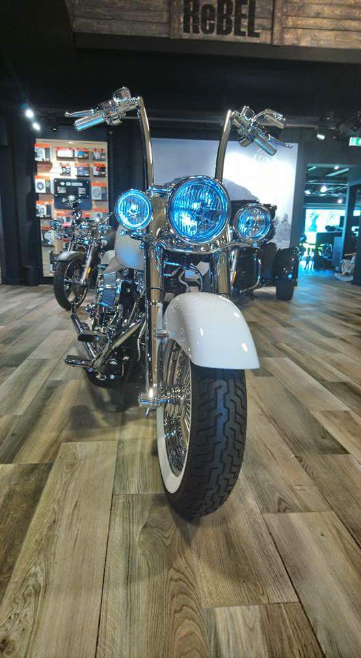 Softail deluxe concession lyon Fb_img31