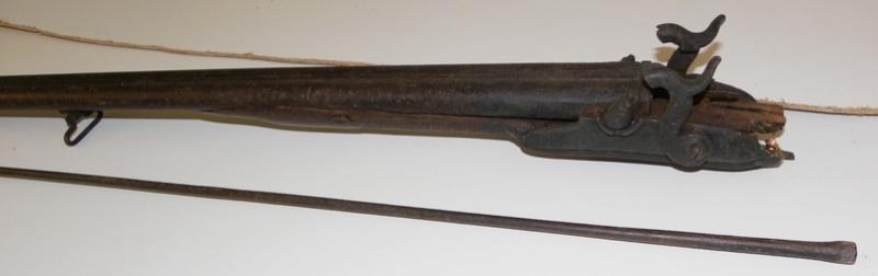 Besoin d'aide pour identification d'armes Imgp9322