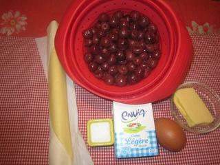 Tarte aux griottes à la crème fraiche. 23659410