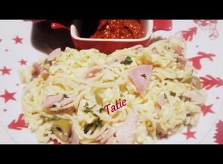 Spaghettis.omelette brouillée aux olives.jambon.échalotes.  24910010