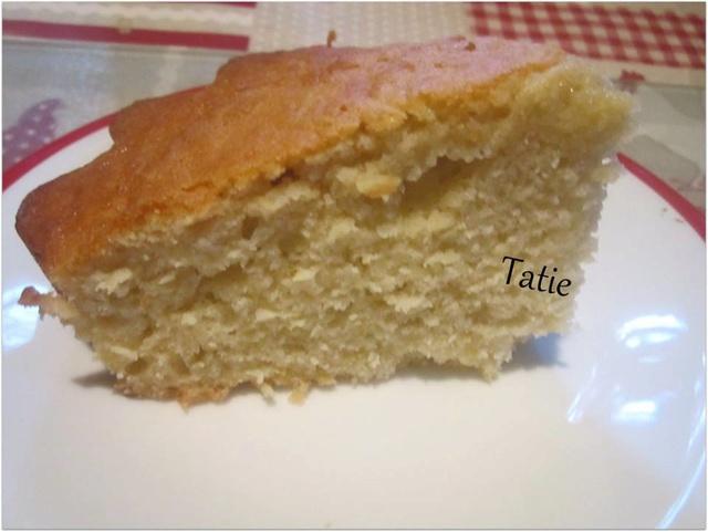 Gâteau yaourt aux pommes râpées. 26733810