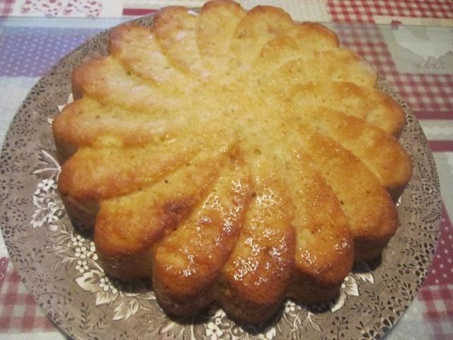 Gâteau yaourt aux pommes râpées. 26993910