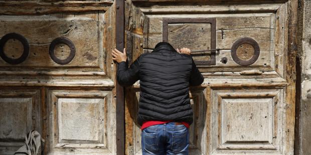 Les Églises chrétiennes ferment le Saint-Sépulcre à Jérusalem 000_1110