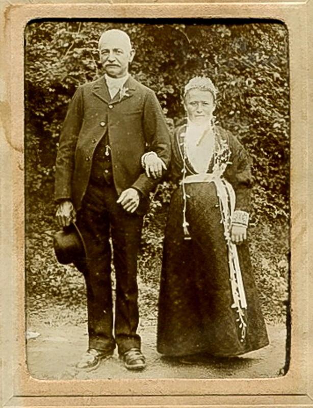 identification d'un costume feminin Couple10