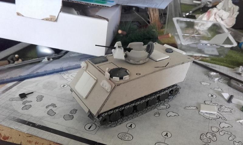 M113  en carton sur base solido 20180551