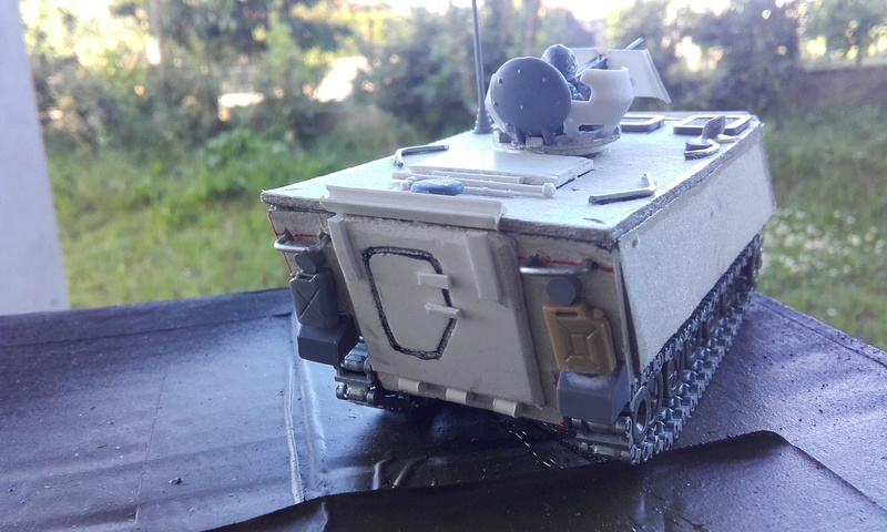 M113  en carton sur base solido 20180552
