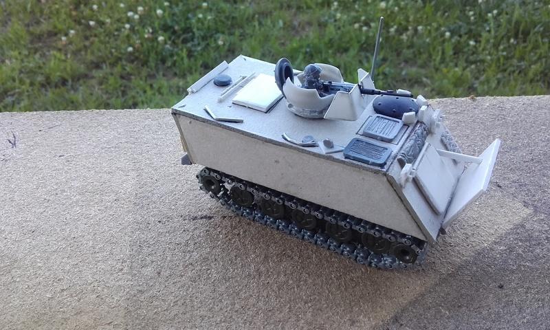 M113  en carton sur base solido 20180553