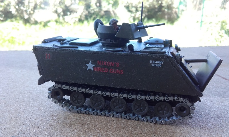 M113  en carton sur base solido 20180554