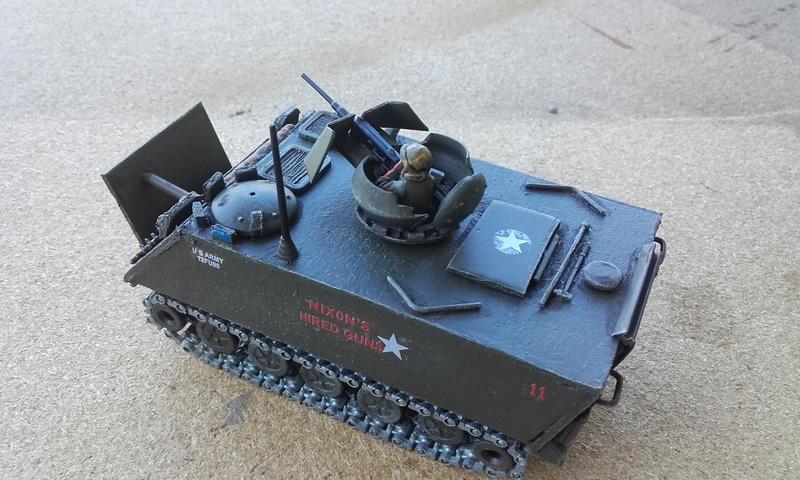 M113  en carton sur base solido 20180556