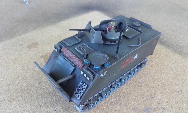 M113  en carton sur base solido 20180557