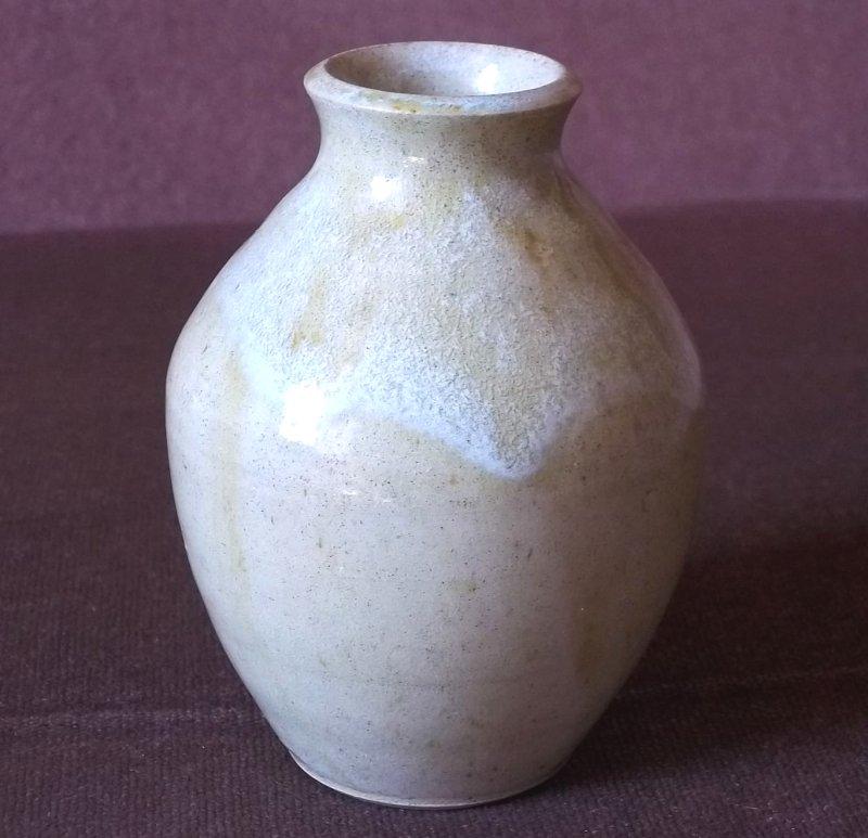 Stoneware pot 100_3811