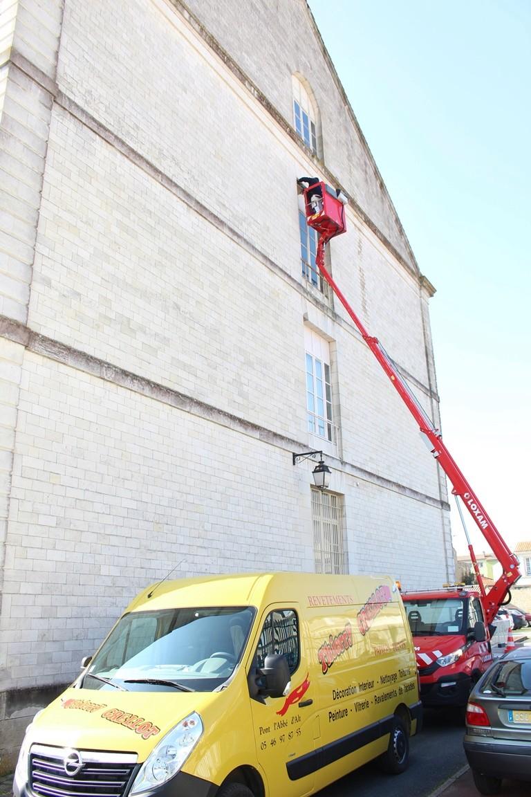 Le Service Historique de la Défense, protège ses hirondelles de fenêtre (Delichon urbicum) ! Img_0110