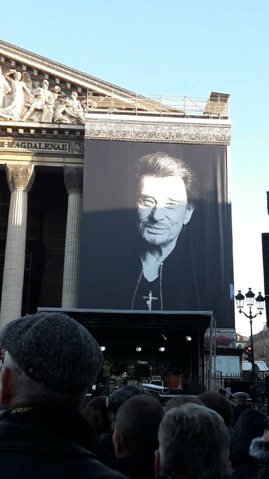 Hommage a JOHNNY a la Madeleine ( Paris ) 24796610