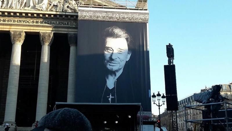 Hommage a JOHNNY a la Madeleine ( Paris ) 24796710