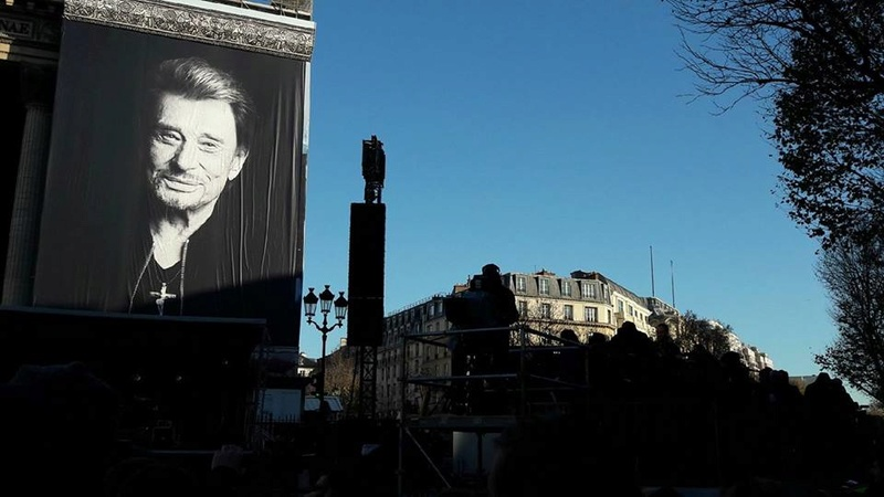 Hommage a JOHNNY a la Madeleine ( Paris ) - Page 2 24862210