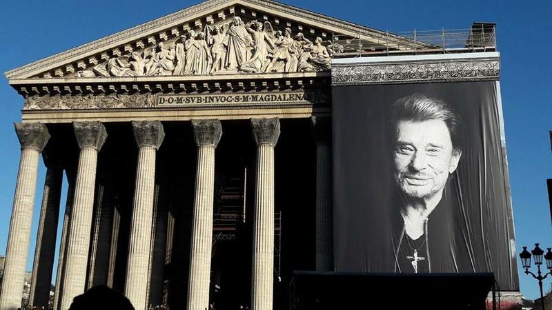 Hommage a JOHNNY a la Madeleine ( Paris ) - Page 2 24991011