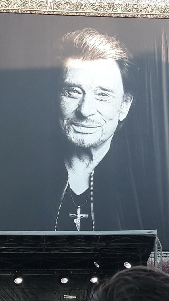 Hommage a JOHNNY a la Madeleine ( Paris ) 24991110